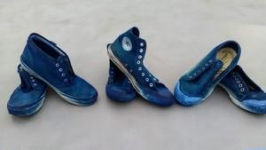 スニーカーの藍染加工