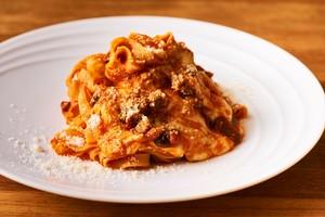 【Pasta】モッツァレラチーズとトマトのベスビアーナ 自家製タリアテッレ 2人前