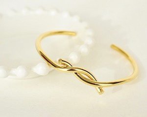Twist lady bangle