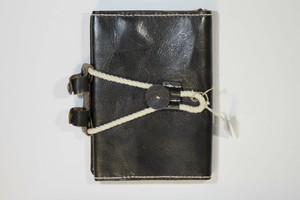 本革 ブックカバー文庫本A6サイズ(黒ヌメ+糸生成り)