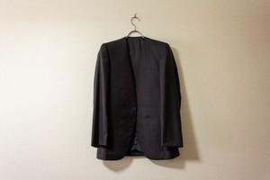 【№9】ミニマルなブラックスーツ。