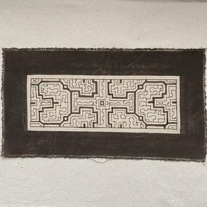 泥染めプレイスマット 16x30cm 白12  南米ペルー シピボ族の泥染め プレイスマット 額装