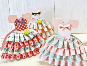 フリルが可愛いドレス型カード
