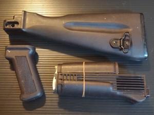 実物 AK-74 プラムポリマーストックセット