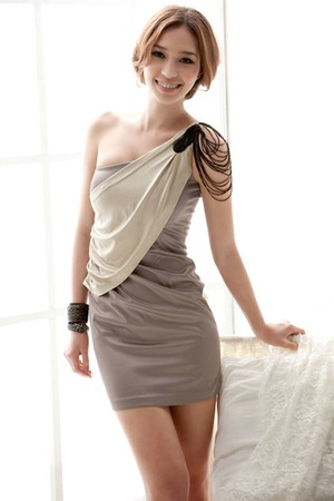 肩ビジュータイトドレス
