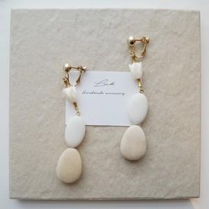 wood ×  white big pierced earrings ✦ おおぶりウッドピアス