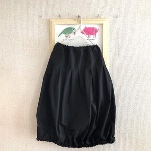 たっぷりプリーツのバルーンスカート(丈81cm)ブラック