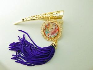 虹色の菊と矢絣の髪留め