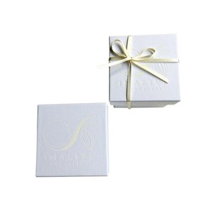 gift box white cube /白い箱( リボン、パッキン付き)
