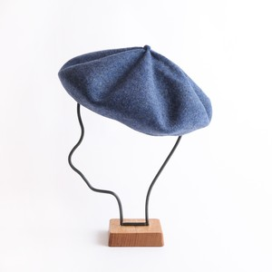mature ha./beret top gather big blue