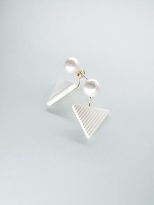 【SALE】ilocami 三角ピアス white