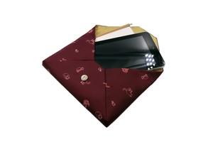 Atelier Kyoto Nishijin/お茶目な猫が可愛いすぎる・西陣織シルク・和風クラッチ・B5サイズタブレット対応・葡萄色(えびいろ)・日本製