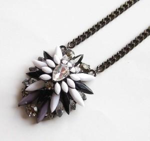 TheDelight malti bijou stone pendant(マルチ ビジュー ストーン ペンダント)white