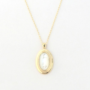 Mother of pearl oval necklace
