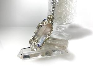 水晶ポイントのワイヤージュエリーネックレス