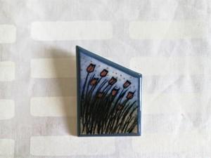 陶板ブローチ / アラビア ヴィンテージ / 小さな赤いお花たち / ヘルヤ