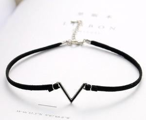 【即納送料無料】V型ネックレス