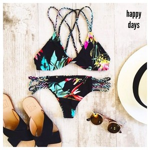 no.5 flower black Bikini