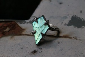 Tetra shape labradorite ring