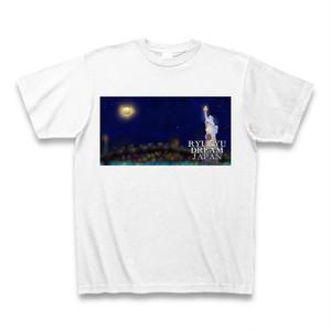 「街の夜を見つめる自由の女神」Tシャツ