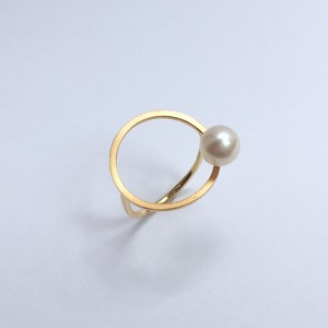 One Pearl on Circle Ring - Gold