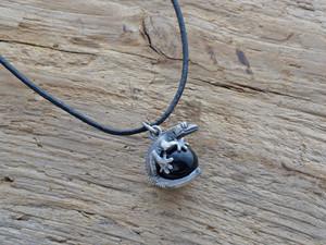 クレス(オウカンミカドヤモリ)玉ペンダント モリオン(黒水晶) 革ひもネックレス付き