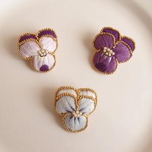 Viola05 ❘  aya 刺繍 ブローチ