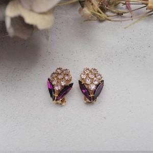 紫色のガラスとクリスタルの花束みたいなイヤリング
