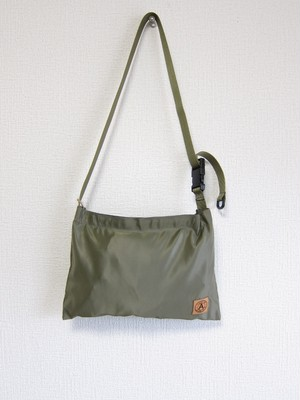 A WAGON SHOP : MA-1 サコッシュ<Olive>