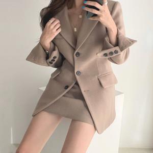セクシークールなウールコート+ハイウエストなミニスカート