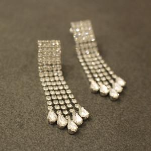 大ぶりのイヤリング / Earrings