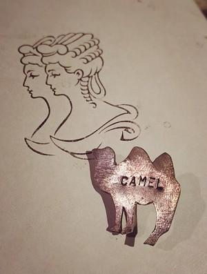 真鍮/ピンバッチ/CAMEL