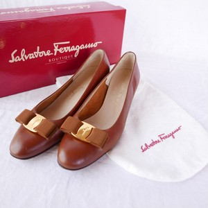 "FERRAGAMO ""Vara"" Pumps -Brown-"