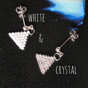 【iro-asobi】white & crystal triangle:pierce & earring