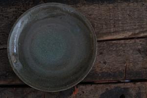 井上 茂 / 緑灰釉6寸皿