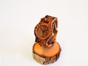 ゼブラウッドの木製腕時計