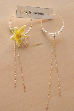 flower-Yellowピアス