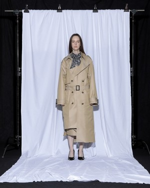 【予約アイテム】disemBySiiK ASYMMETRY TRENCH COAT beige