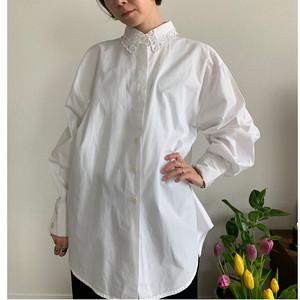 White vintage lace collar blouse