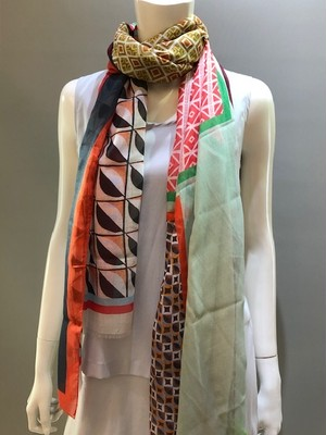 LARIOSETA(ラリオセタ)OK078/10945 Col.3 イタリア製 モダール100% プリントスカーフ