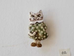 水玉ワンピースの猫のブローチ 02