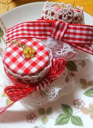 イチゴのジャムネックレス