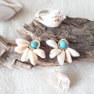 cowrie shell flower pierce