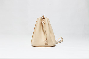 JAPAN LANSUI DESIGN 名入れ対応 ヌメ革手作り手縫い ショルダーバッグ バケツ型 品番HNDG8JSDGF