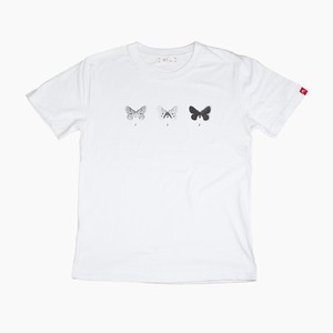 蝶のTシャツ