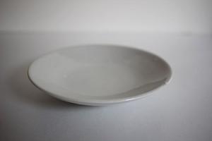 臼田けい子|丸皿小 白(柞灰釉)