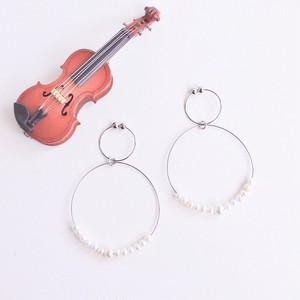 ヴァイオリン、ヴィオラ弦と贅沢パールのフープイヤリング V-050 Violin viola string hoop earringswith tiny pearls L (Silver)