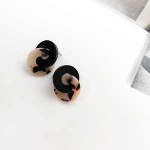 """ by no. Lala ""  tortoiseshell celluloid pierce(black)"