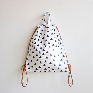 《chocolatesoup》GEOMETRY KNAPSACK / triangle