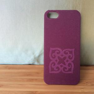 モダンなアイヌ紋様のiPhoneケース (紫)